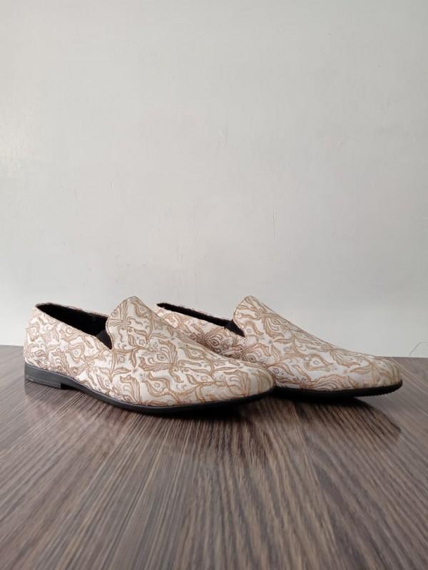 Men White Jamawar Shoes