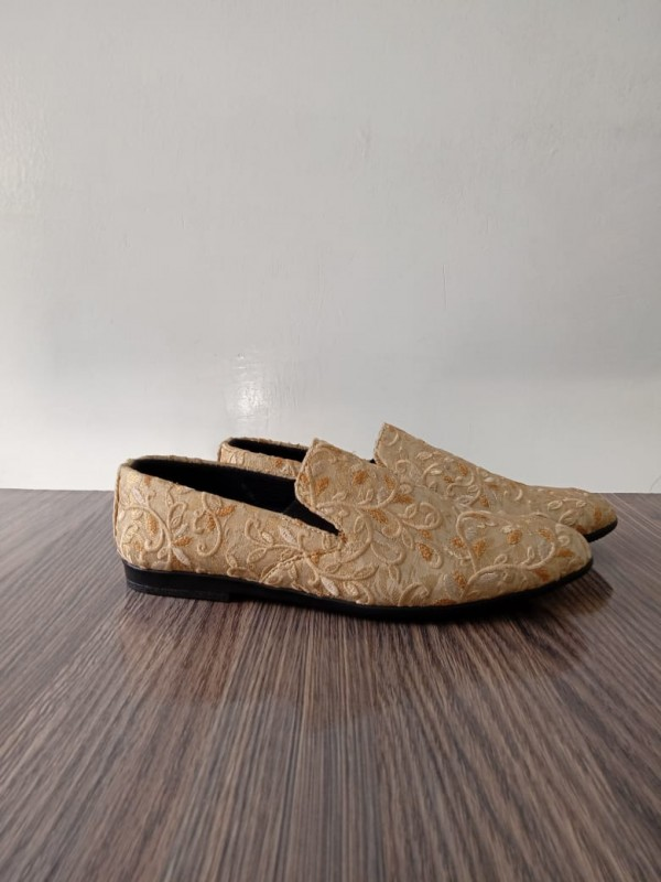 Embroidered Jamawar Shoes in Skin Shade